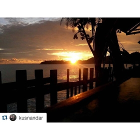 #Repost @kusnandar ・・・ #sunset #tapaktuan #acehselatan #aceh #visitaceh #acehimages